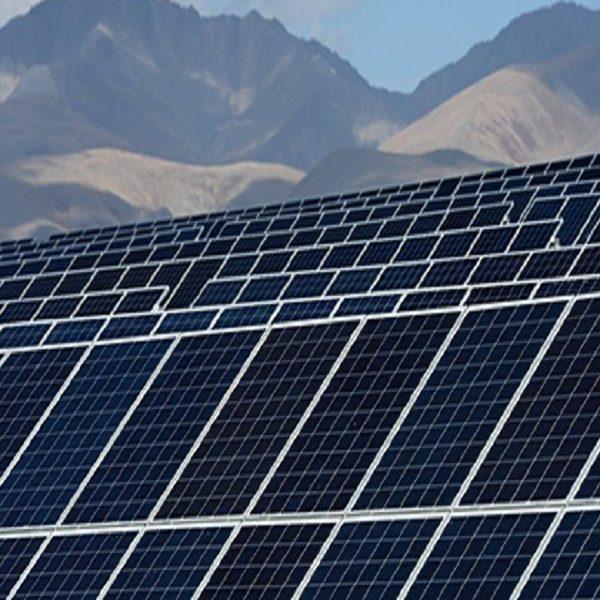 Les panneaux solaires à Aïn Ouassara : l'électricité à moindre coût
