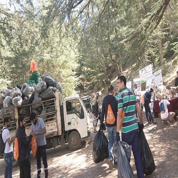 LES VOYAGISTES AU SERVICE DE L'ÉCOLOGIE Opération dépollution à Tikjda