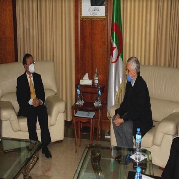 Energies renouvelables: M. Chitour et l'ambassadeur de Chine examinent les perspectives de coopération bilatérale