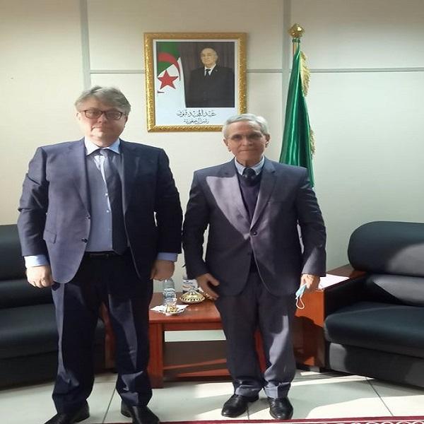 Le ministre de la Transition Énergétique et des Energies Renouvelables reçoit l'ambassadeur de la Fédération de Russie en Algérie