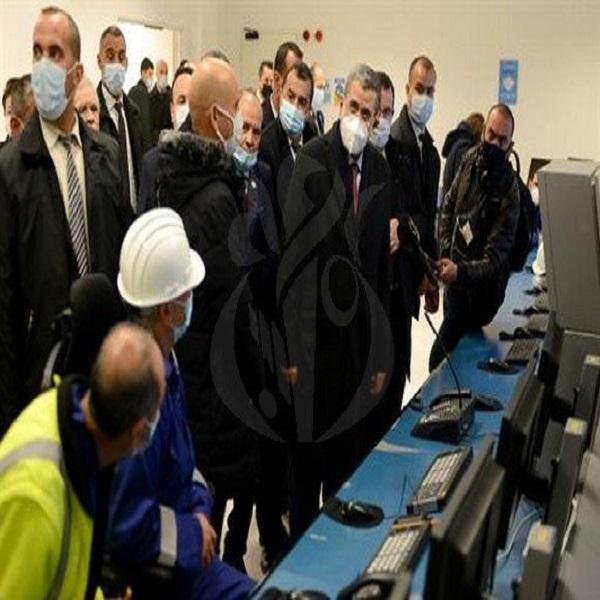 الوزير الأول يؤكد أن الجزائر اختارت التوجه نهائيا نحو تطوير الطاقات المتجددة