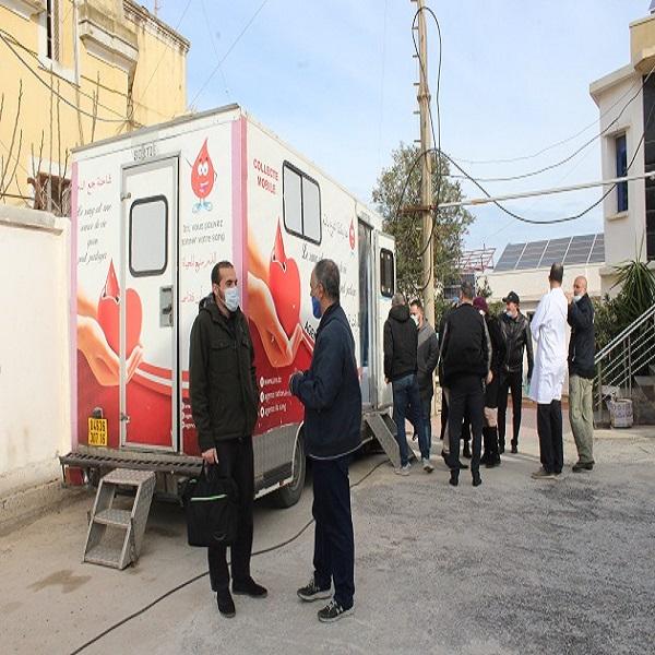 أول عملية التبرع بالدم منظمة من طرف مركز تنمية الطاقات المتجددة بالتعاون مع الوكالة الوطنية للدم