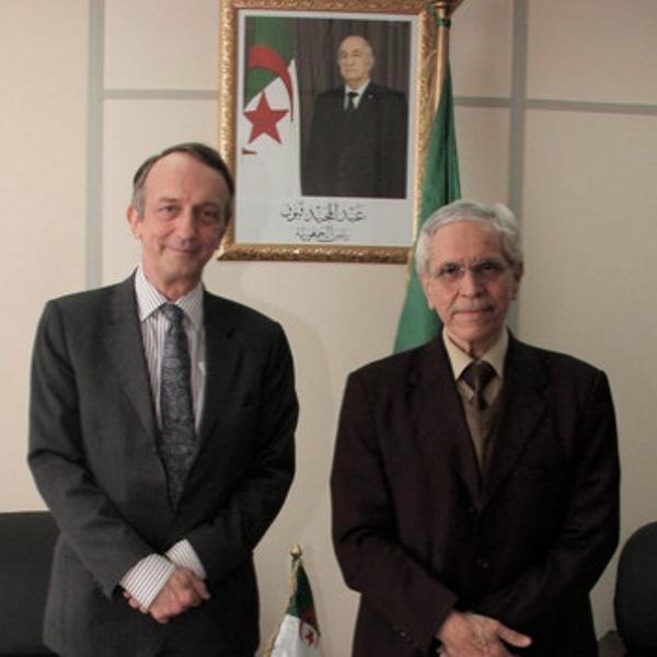 Chitour examine avec l'ambassadeur du Canada le renforcement de la coopération bilatérale