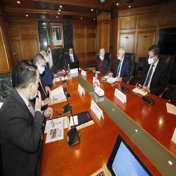 """طاقات متجددة: إنشاء شركة مختلطة بين """"سوناطراك"""" و""""سونلغاز"""" لتنفيذ البرنامج الوطني"""